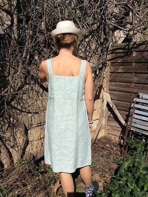 8501afbdf9a5 LIN OU L AUTRE   une jolie robe chasuble avec de larges bretelles
